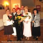 W środku laureatka Nagrody Słowika. Pierwsza z prawej Anna Makowska-Cieleń - przewodnicząca kapituły nagrody