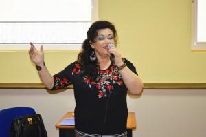 Jadwiga Puchała w trakcie recitalu swoich piosenek