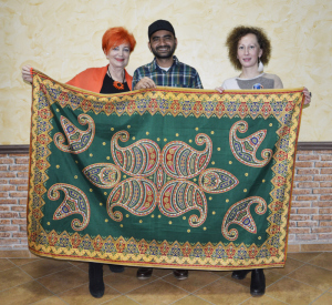 Barbara Schroeder, Suman Karki oraz Magdalena Styczeń - Karki z pięknym kuponem nepalskiego materiału