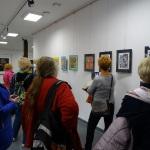 0i.Zapieckowicze przed wystawą prac Ireny Zielińskiej