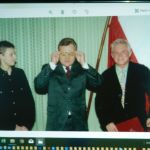 9 Piotr C. Kowalski z Prezydentem Aleksandrem Kwaśniewskim podczas nominacji profesorskiej w Belwederze - w Piotra okularkach