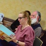 16. Zapieckowicze przeglądają ksiązki Jana Grzegorczyka